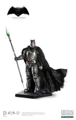 Image BvS - Batman Armored Battle Damaged 1:10 Scale Statue