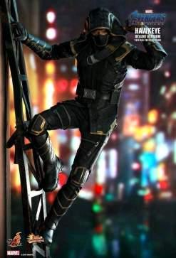 """Image Avengers 4: Endgame - Hawkeye Deluxe 12"""" Action Figure"""