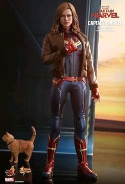 "Image Captain Marvel - Captain Marvel Deluxe 12"" 1:6 Scale Action Figure"