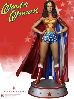 Image Wonder Woman - Cape Variant Maquette